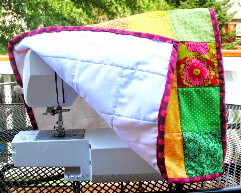 http://www.boyohboyohboycrafts.com/2014/05/quilted-sewing-machine-cover-tutorial.html