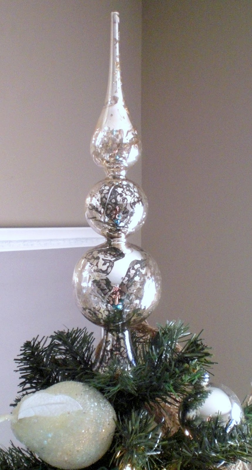 12th and white our christmas tree and diy ornaments. Black Bedroom Furniture Sets. Home Design Ideas