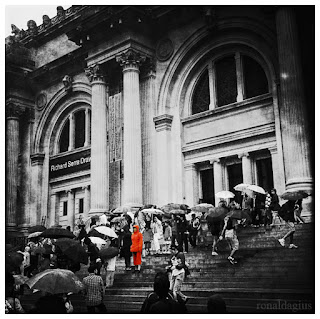 People waiting at the Metropolitan Museum of Art in New York City