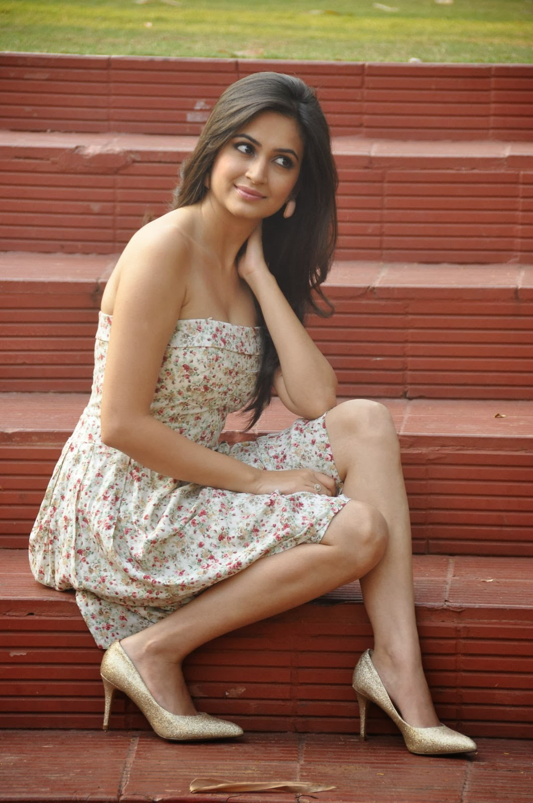 Kriti Kharbanda HD Wallpapers Free