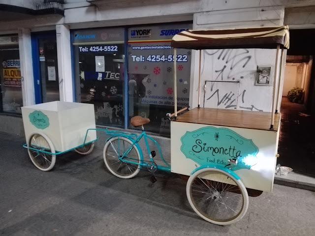 Triciclo Foodbike con tráiler a pedido.