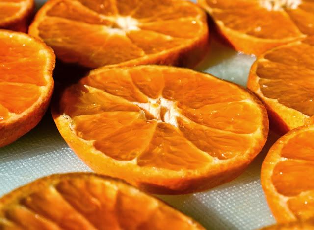 tschessilicious ideen zum verschenken 21 mandarinenscheiben trocknen. Black Bedroom Furniture Sets. Home Design Ideas