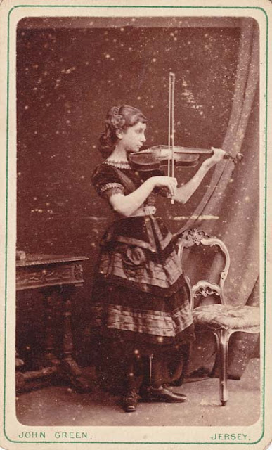 Beautiful Vintage Photos Of Violin Players Vintage Everyday
