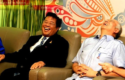 http://1.bp.blogspot.com/-Omqy6WOSx7E/UVaIwQmDHpI/AAAAAAAAU7c/EmxV-knP6M4/s1600/Najib+Tun+Razak+Khalid+Ibrahim+Anwar+Ibrahim.jpg