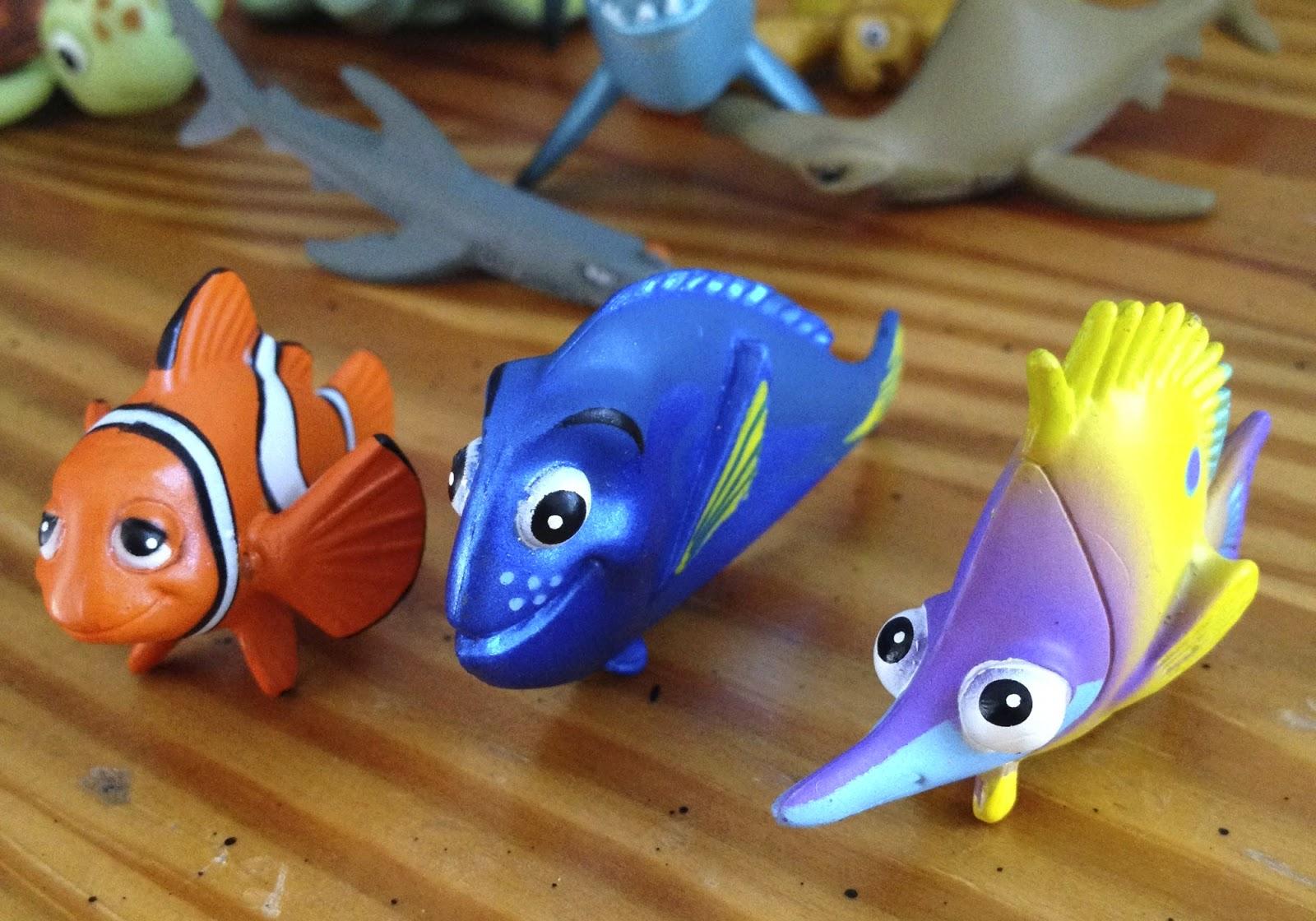 Dan the pixar fan finding nemo hasbro aquarium adventure - Aquarium nemo ...