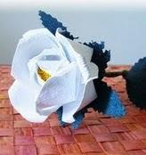 http://www.mararteypapel.com.ve/2014/04/tutorial-rosas-de-papel-reciclado.html
