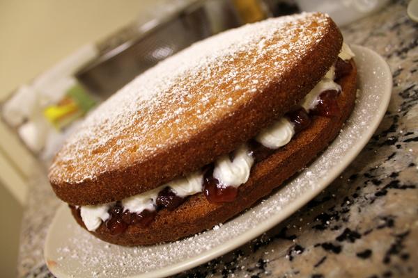 Large Victoria Sponge Cake