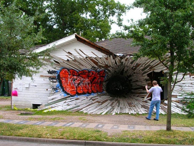 http://www.strangebuildings.thegrumpyoldlimey.com/2011/07/hole-house-houston-tx-usa.html