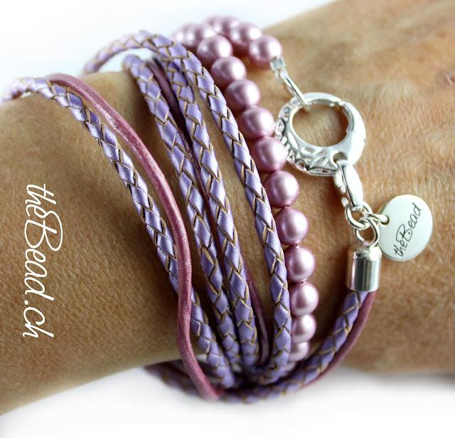 Armschmuck aus geflochtenem Leder und Perlen