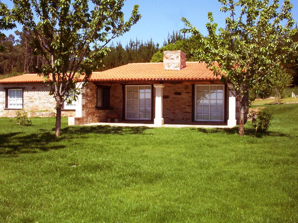 Construcciones r sticas gallegas a pleno sol - Casas de piedra gallegas ...