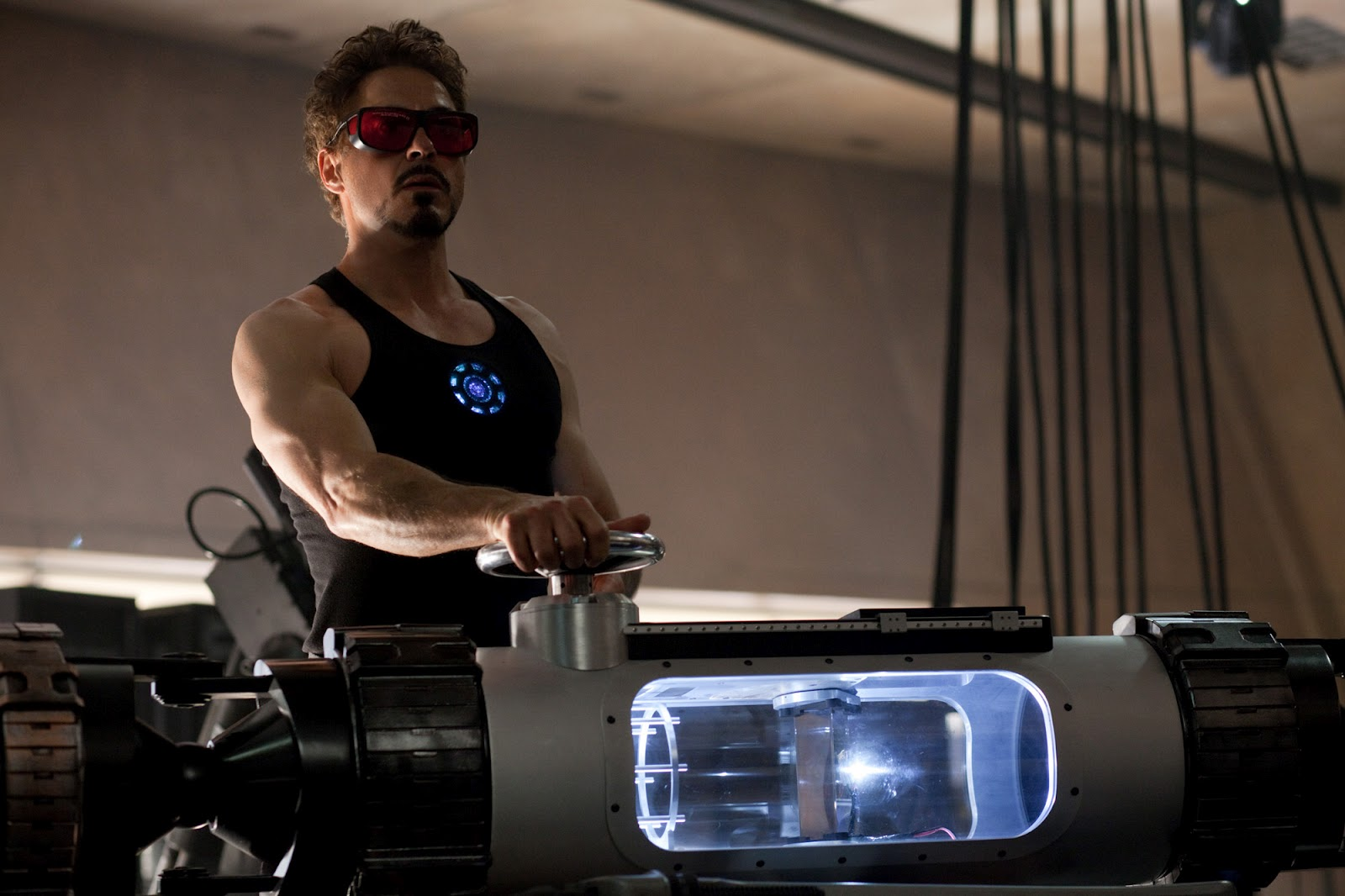 http://1.bp.blogspot.com/-Onu6fGzWXKk/T5RTozG2PMI/AAAAAAAAAOk/VtRJ9QeyqqM/s1600/iron-man-2-movie-image-robert-downey-jr.jpg