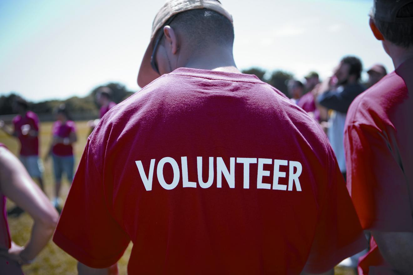 People Who Volunteer Live Longer, Study Suggests