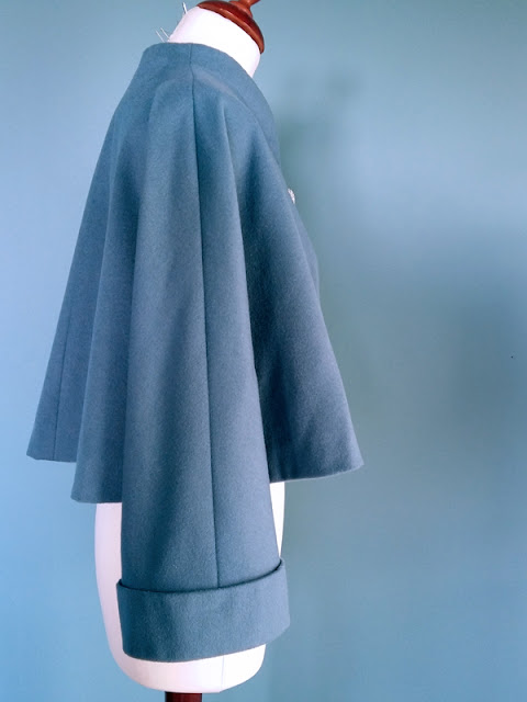 Jacket cape in wool V2934 | www.stinap.com