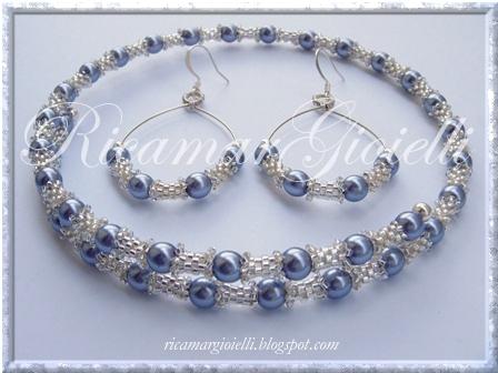 orecchini e collana filo armonico, tubicini in peyote e perle