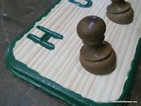 Pintar interior de las letras y la moldura. www.enredandonogaraxe.com