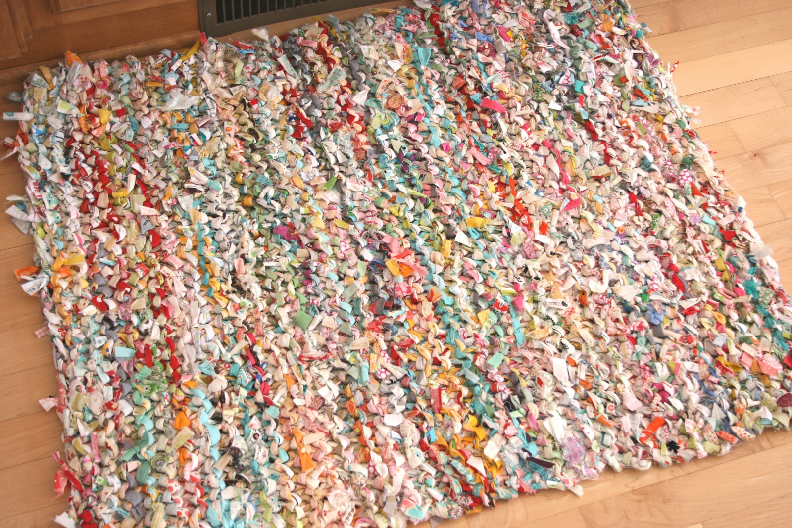 crazy mom quilts: one way to knit a rag rug