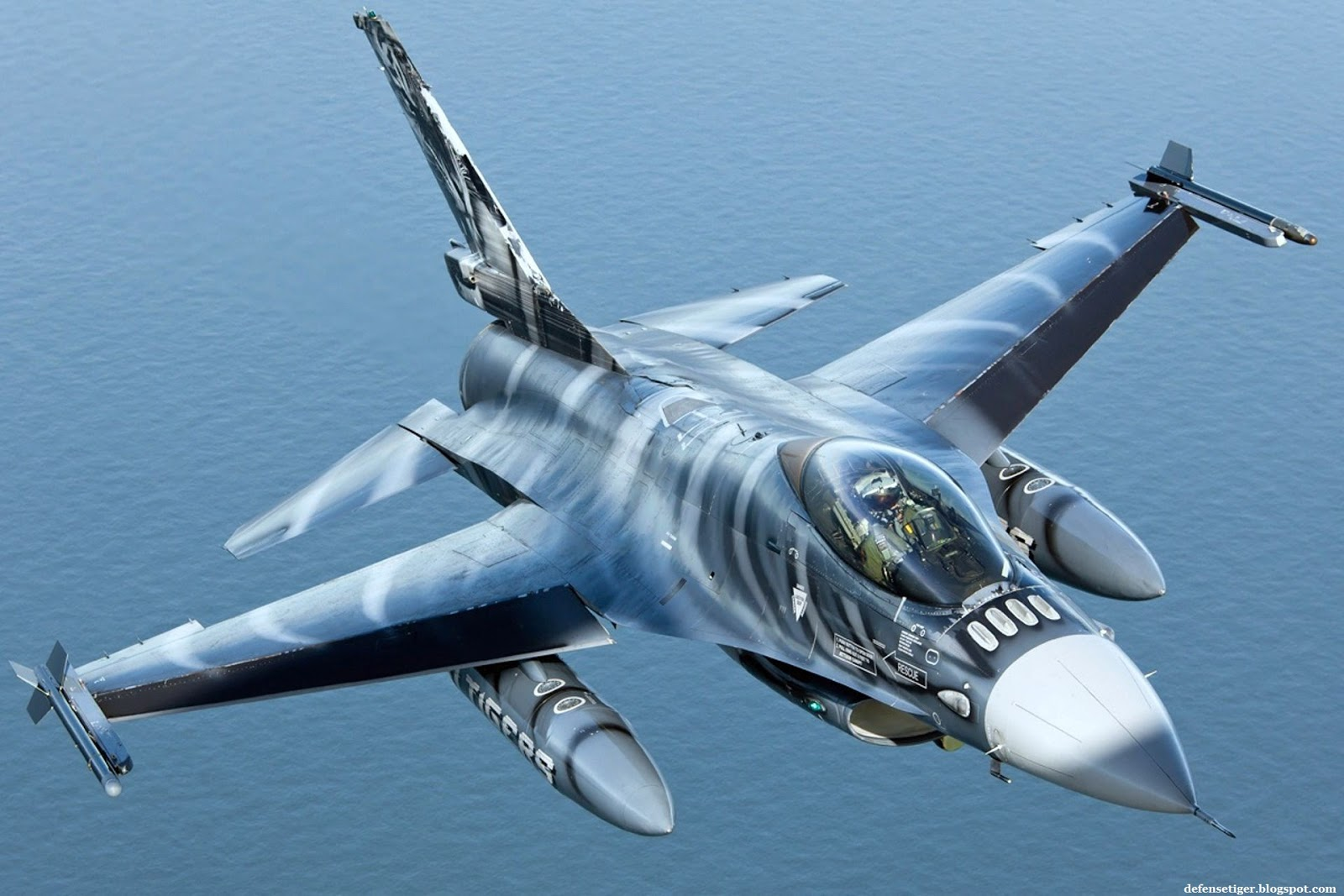 Defense Strategies: Some Classical Photos Of The F-16