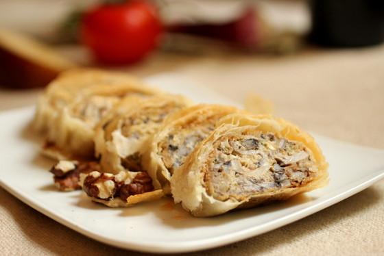 Mushroom Cheese Strudel #SundaySupper / VINTAGE KITCHEN