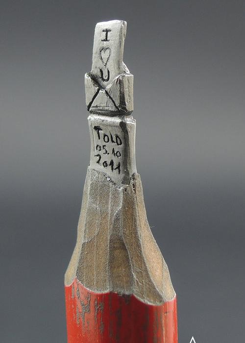 09-Love-Letter-Jasenko-Đorđević-Miniature-Sculptures-in-Pencil-Graphite-Lead-www-designstack-co