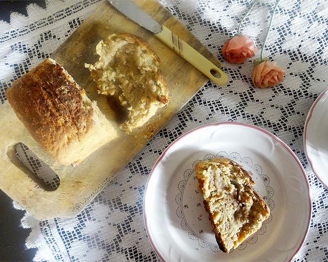 Banana Oatmeal Yeast Bread || homefoodstory.blogspot.com