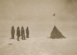 Única foto de la expedición del noruego Roald Amundsen en el Polo Sur