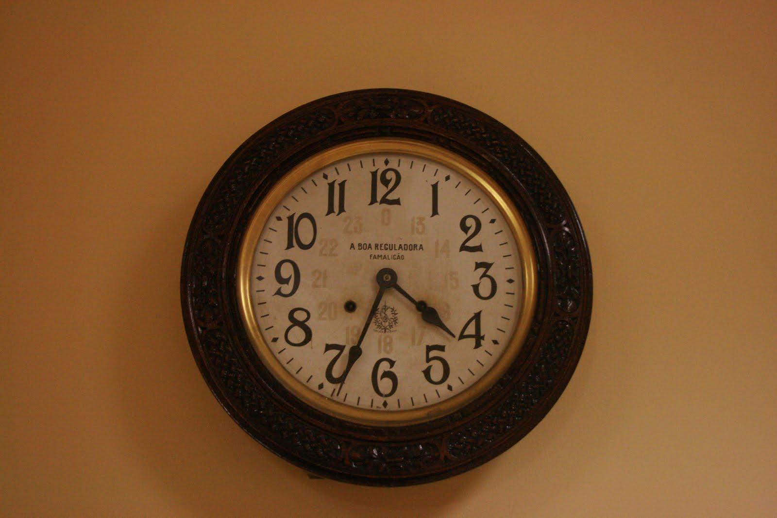 Relógios de Mesa - A Boa Reguladora E%2Bo%2Btempo%2Bparado%2Bna%2BCMP
