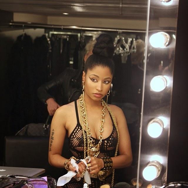 Nicki Minaj comparte imágenes al natural en lencería