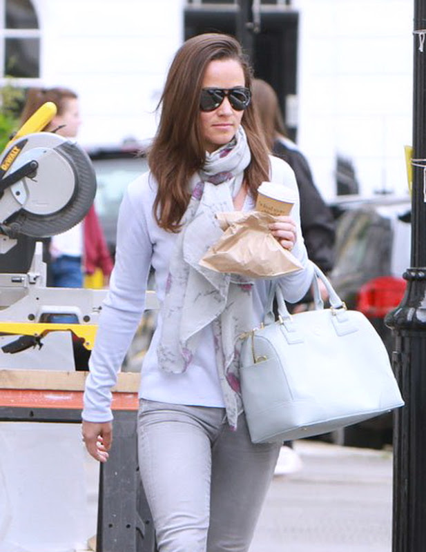 Pippa Middleton getting some coffee