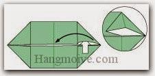 Bước 4: Mở lớp giấy trên cùng ra, kéo và gấp lớp giấy sang trái. Làm tương tự với ba góc còn lại.