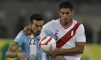 Perú anuló a Messi y complicó al líder Argentina