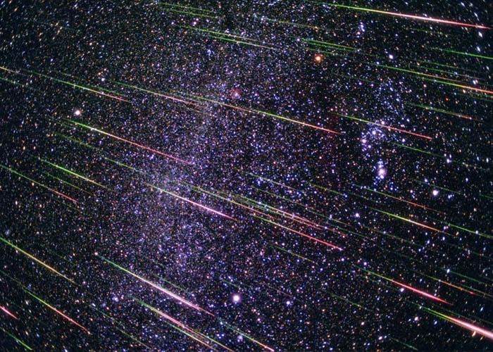 Chuva de fogo do céu Tempestade de estrelas Estupenda emoção Meu coração ao léu