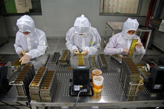 مصانع Apple
