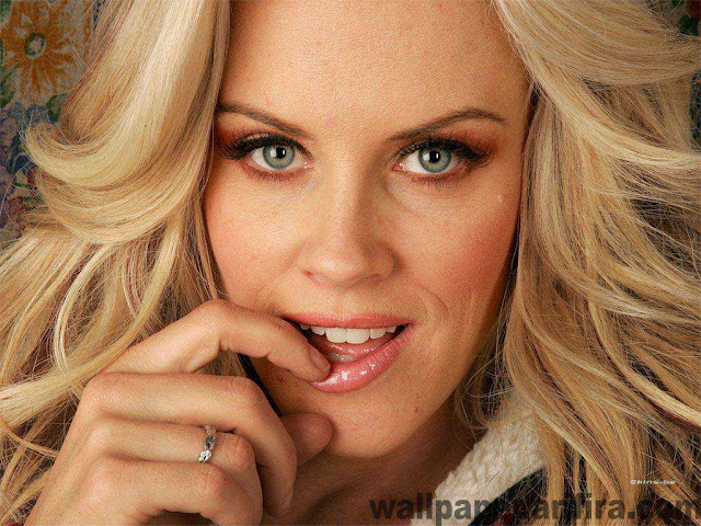 Jenny Mccarthy - biography and photos gallery 2011