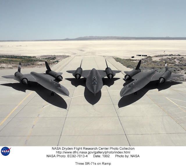3 SR-71 Blackbird parked at Dryden.