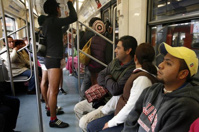 Фото лапает в метро