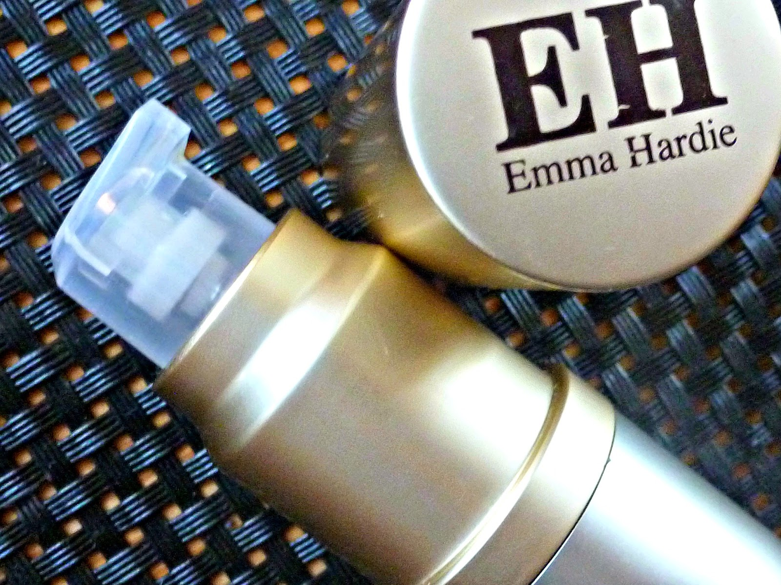 A picture of the Emma Hardie Natural Lift and Sculpt Firming Eye Serum