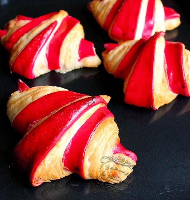 croissants couleur framboise