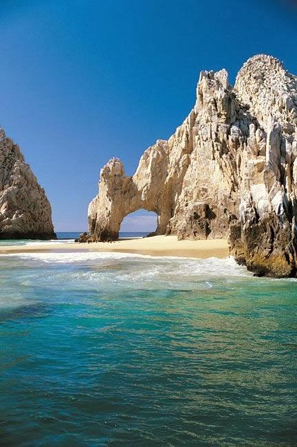Memorable wedding the top ten honeymoon places for Best honeymoon resorts in cabo san lucas