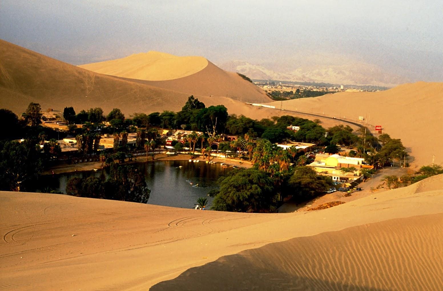 Destino América: ¡Todo Arena! En la Huacachina, oasis del ...: http://destinoamerica.blogspot.com/2013/11/todo-arena-en-la-huacachina-oasis-del.html