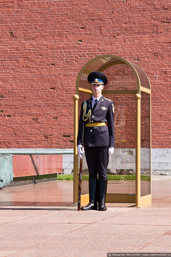 Караул у могилы Неизвестного солдата в Александровском саду | The guard at the Tomb of the Unknown Soldier