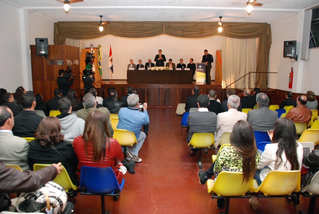 Autoridades e convidados prestigiam a inauguração do campus Teresópolis da Universidade Estácio de Sá