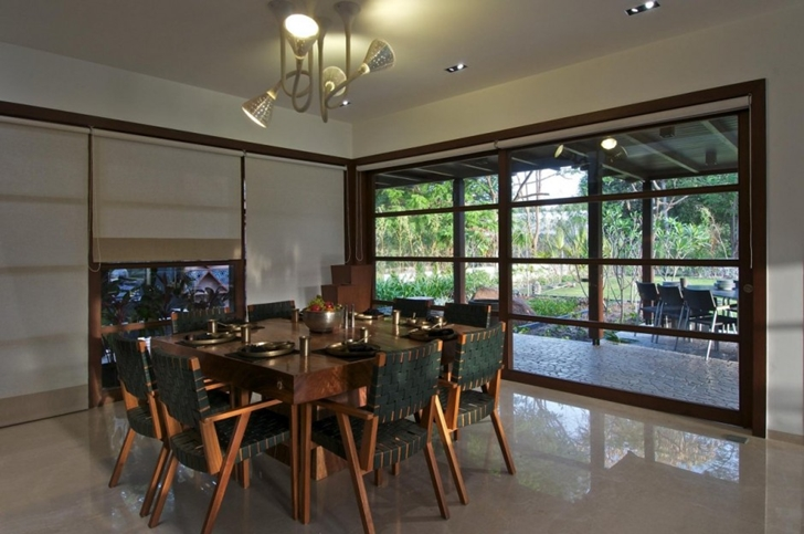 Dining room in Courtyard Home by Hiren Patel Architects