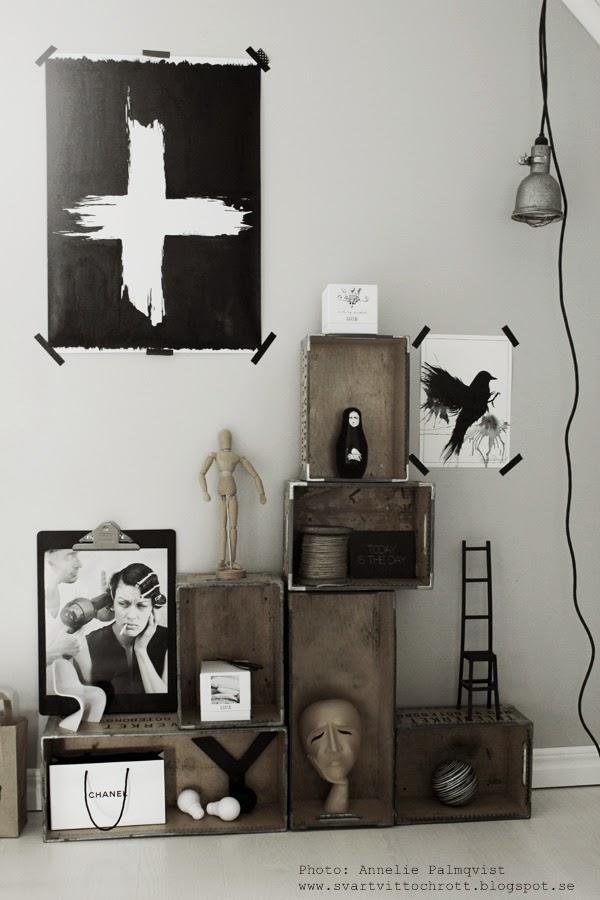 diy clipboard, diy inredning, clipboards, klämma, klämmor, chanel påse, svart, svarta, ateljé, arbetsrum, artprint, artprints, tavla, tavlor, konsttryck, kors, korset, svart fågel, poster, posters, bygglampa, hängande lampa, svart och vitt