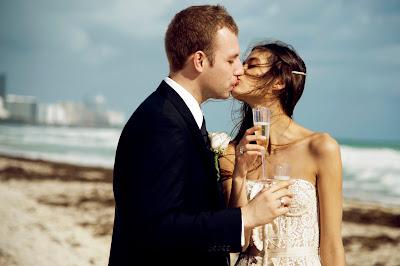 brindis de boda en la playa