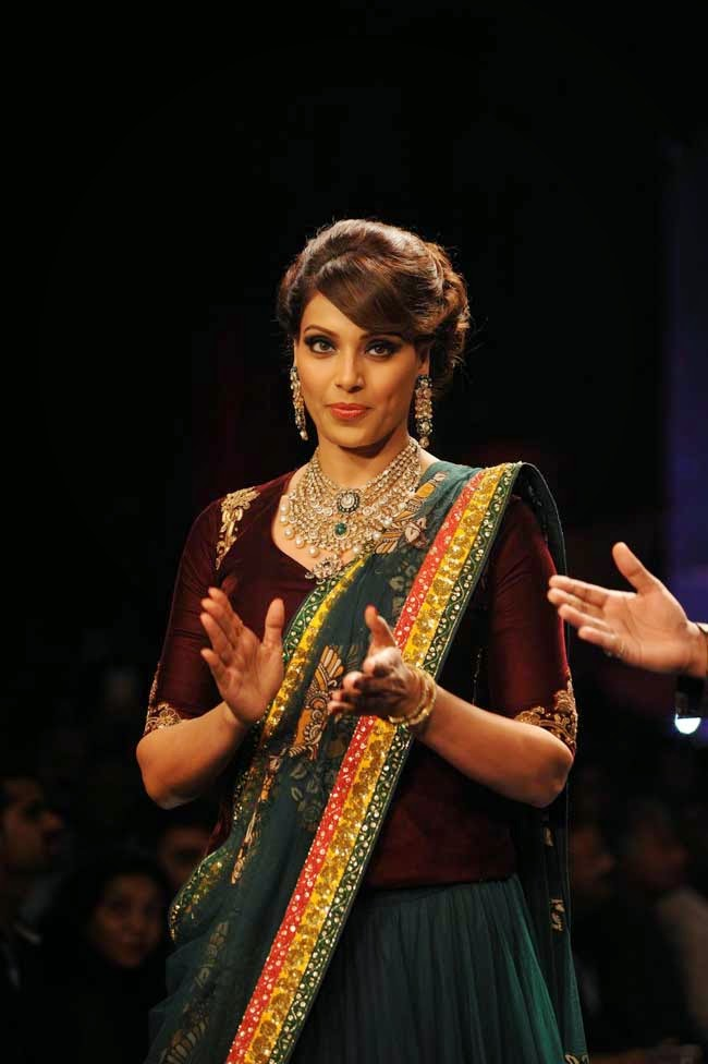 Bipasha Basu at India International Jewellery Week (IIJW)-2014