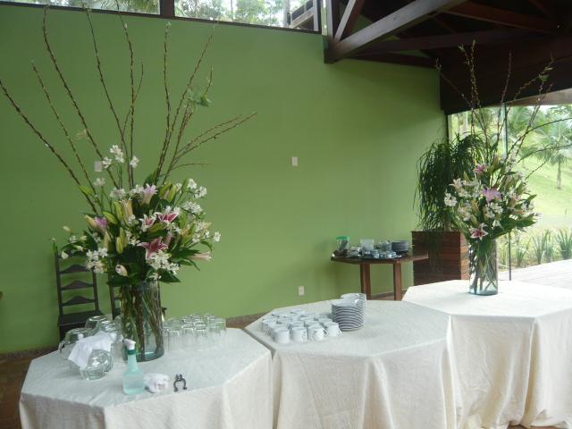 Ikebanas e Arte Floral na recepeção do Evento Guaramirim - SC .