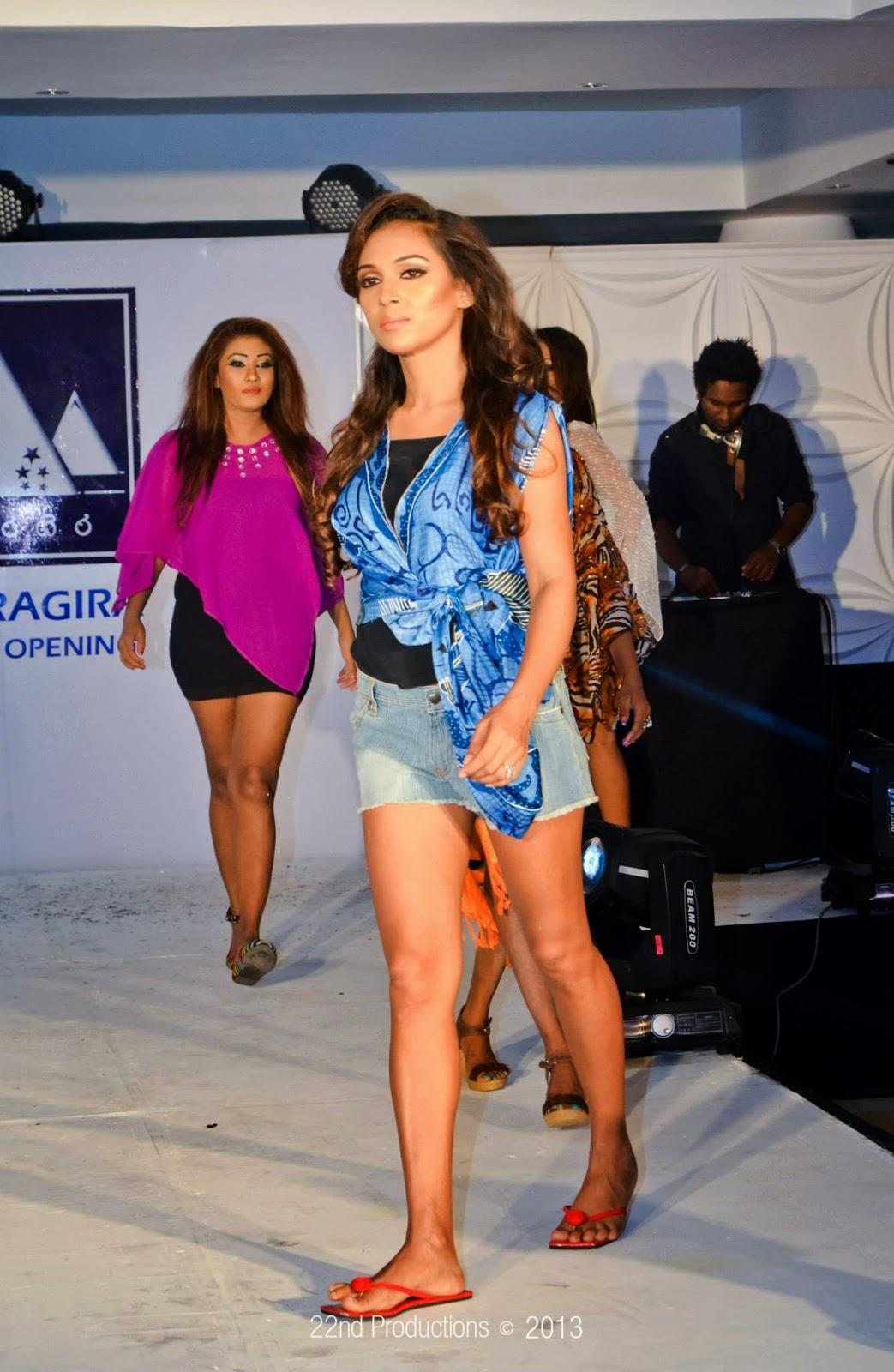 Rashmi Tharushi hot legs