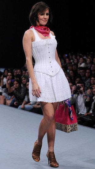 Vestido-corset: saia e corpete.