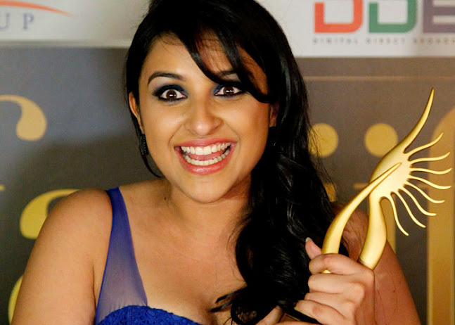 Parinneti close up after winning award - Parineeti chopra HOT pics IIFA 2012