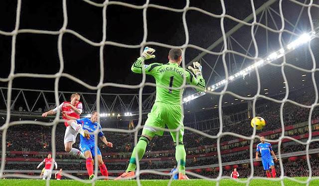 Bendtner goal